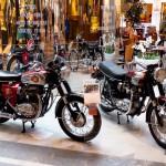 Exposition de vehicules anciens dans la Galerie Nationale
