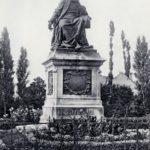 Statue_de_Rabelais_à_Chinon